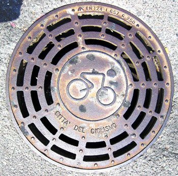 bicycle-on-manhole350w